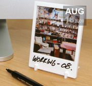 The instant photo frame Polaroid gift with a twist