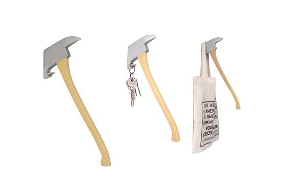The Regnah Axe Hanger Gift