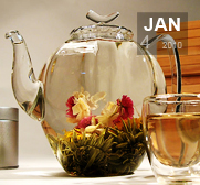 Flowering teas in glass teapots are blooming gifts